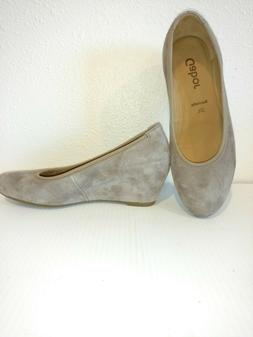 New  in Box Woman's  10M Gabor Suede Wedge