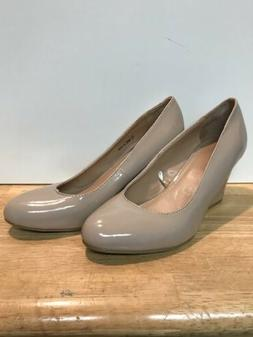 NY&C Womens Wedge In Size 7M. Fawn
