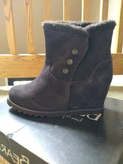 Bearpaw Suede Wedge Womens boots/ booties  size 9